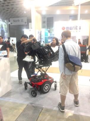 可電動升降/後仰的電動輪椅