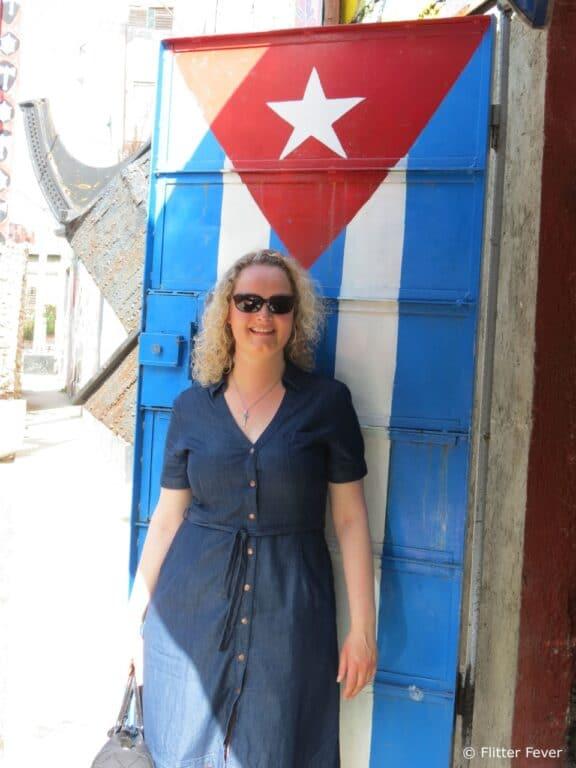 Cuba flag door Havana Callejon de Hamel