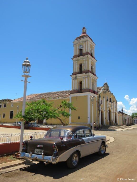 Church & oldtimer @ Remedios