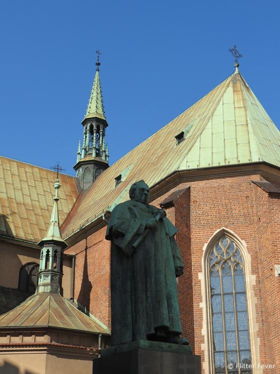 Church and statue at Plac Wszystkich Świętych (All Saints Square)