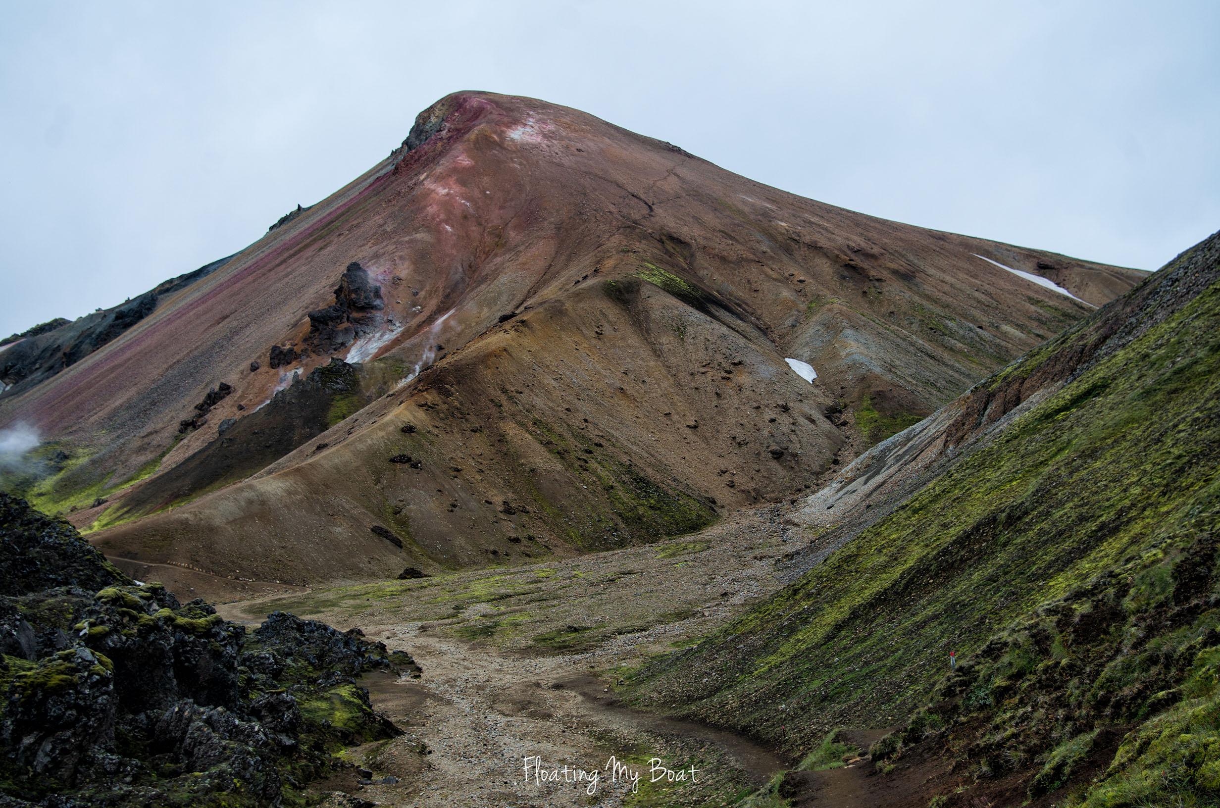 Hiking-Brennisteinsalda-volcano-Landmannalaugar-iceland