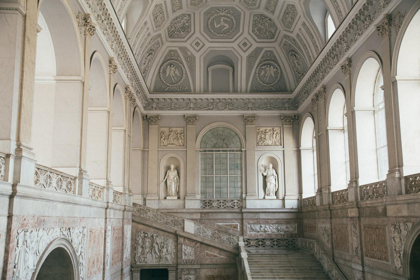 atrakcje-Neapol-Palazzo-Reale-di-Napoli-co-zobaczyć-w-neapolu