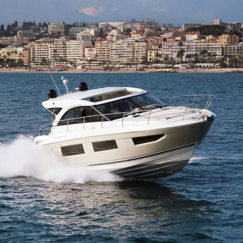 Jeanneau Motorboot in Cannes