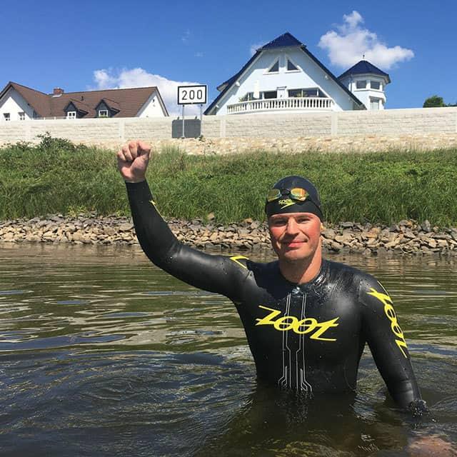Langstreckenschwimmer Joseph HEss schwimmt von Bad Schandau bios Hamburg