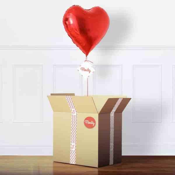 Roter herzballon im box
