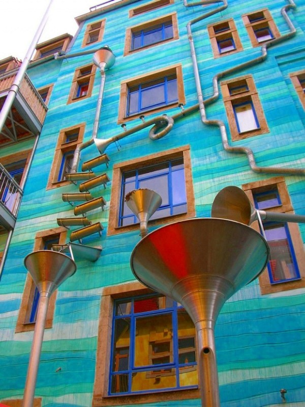 Musical-Rain-Gutter-Funnel-Wall-in-Dresden-Germany-5