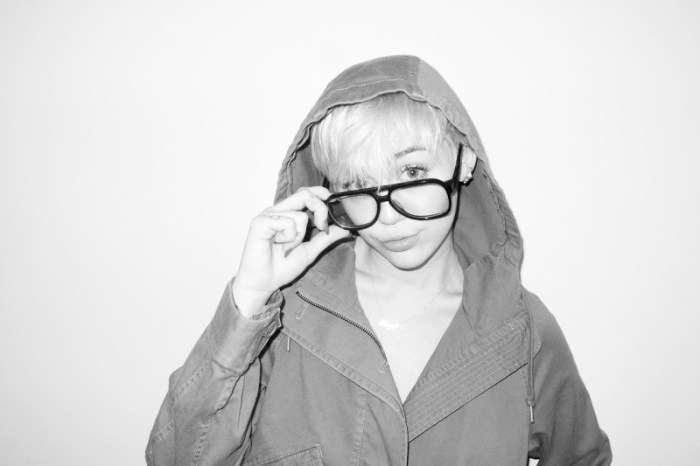 miley-cyrus-dog-moonie-terry-richardson-13