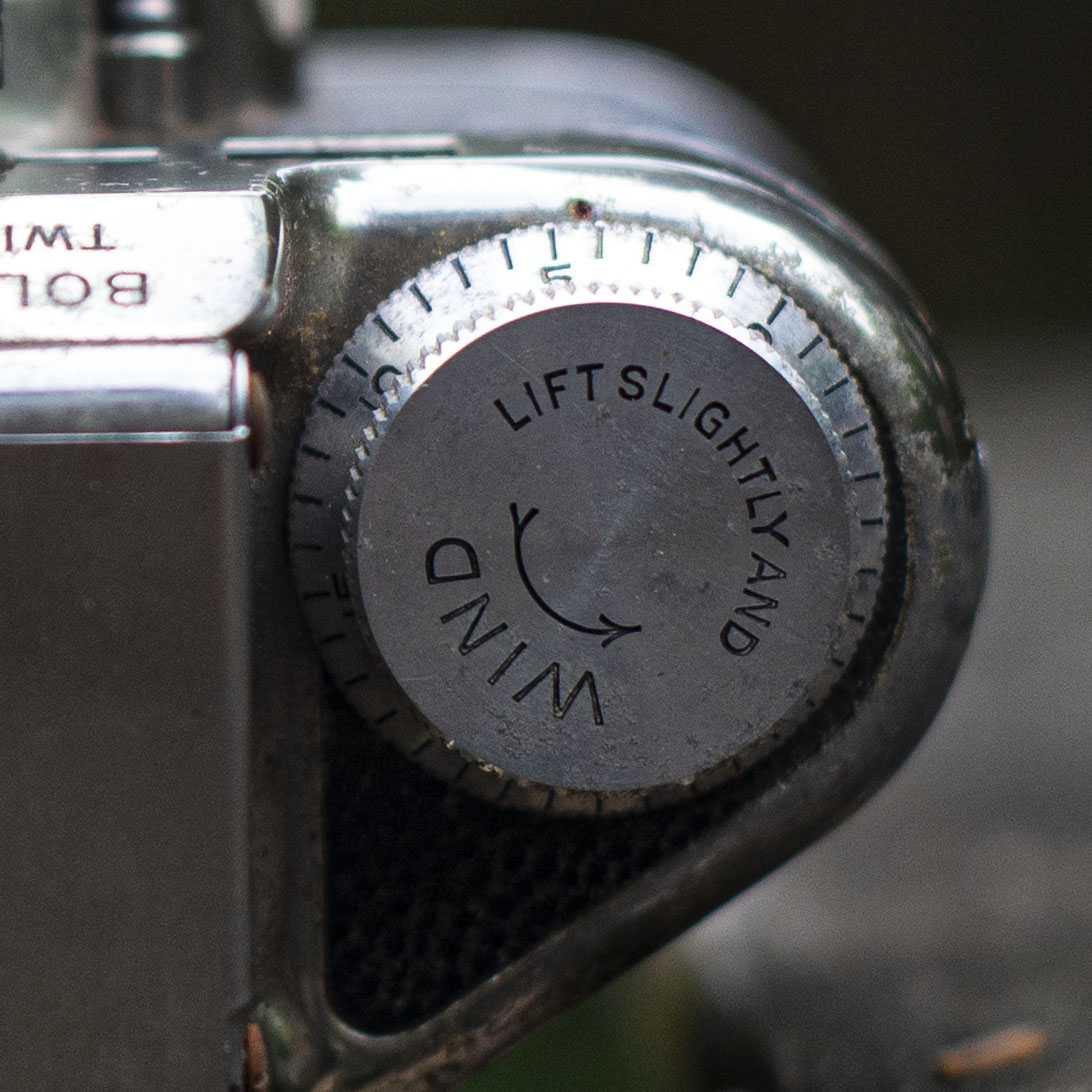 Bolsey film advance and frame counter dial