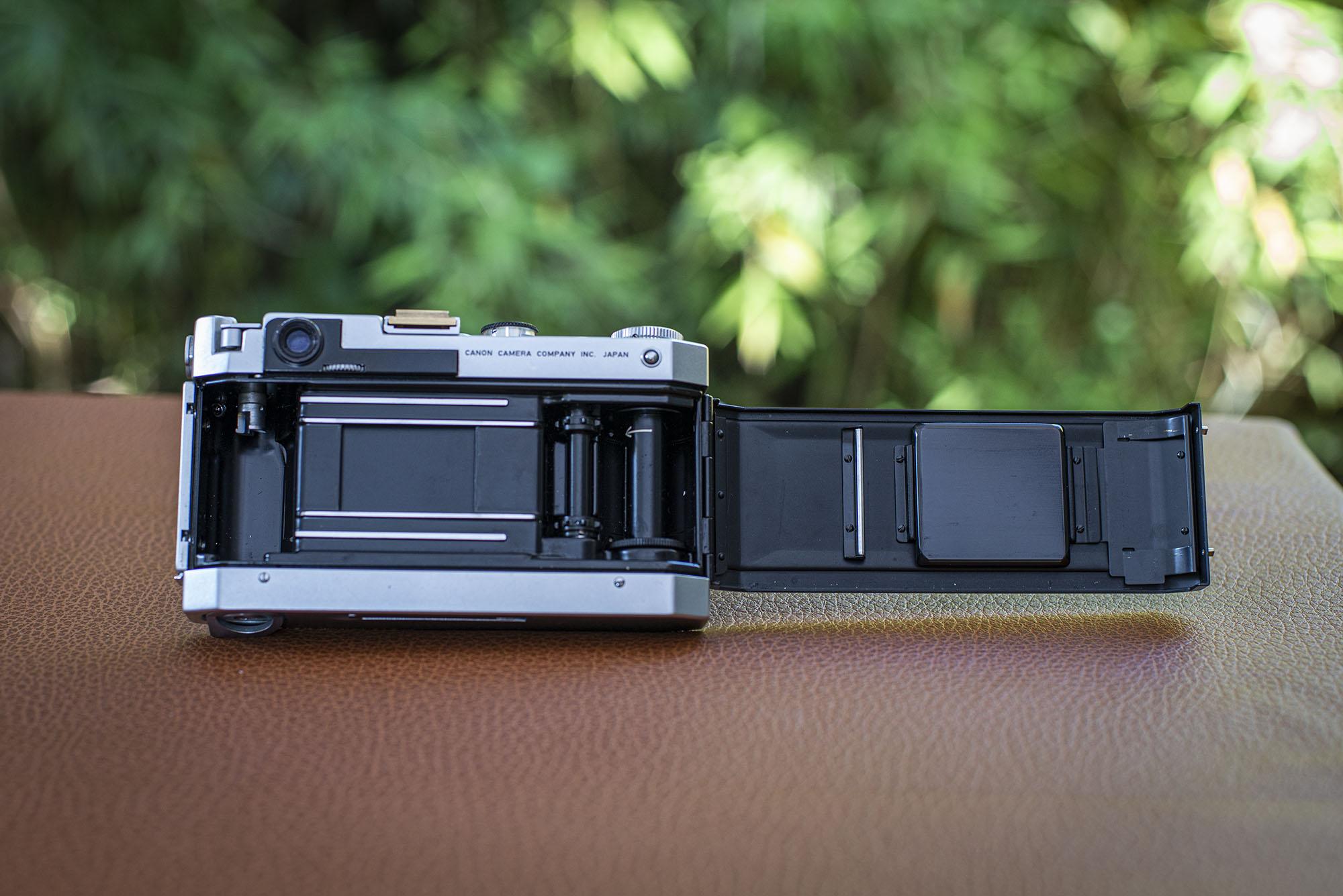 Canon VT de luxe film door open