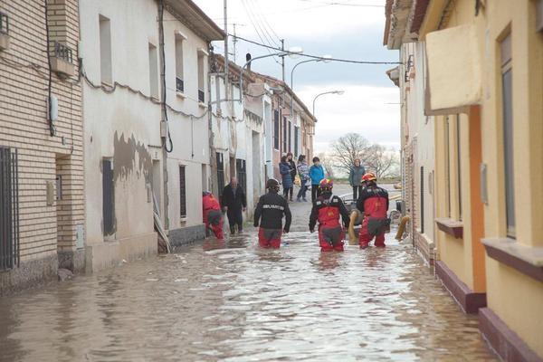 Flood rescue. Photo: UME