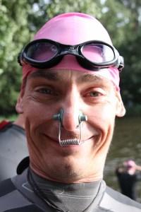Lindewitt Triathlon 2011 - Gunnar mit historischer Nasenklammer