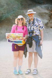 Fotografia de viagem, o que não fazer. Um casal turista caricato.