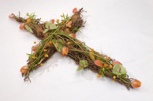 Anthurium with sandersonia