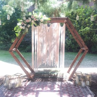 Wood dimensional arbor with corner flowers