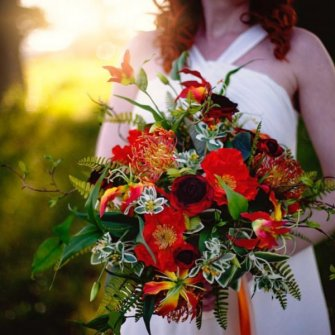 Vibrant bouquet in fiery reds and oranges