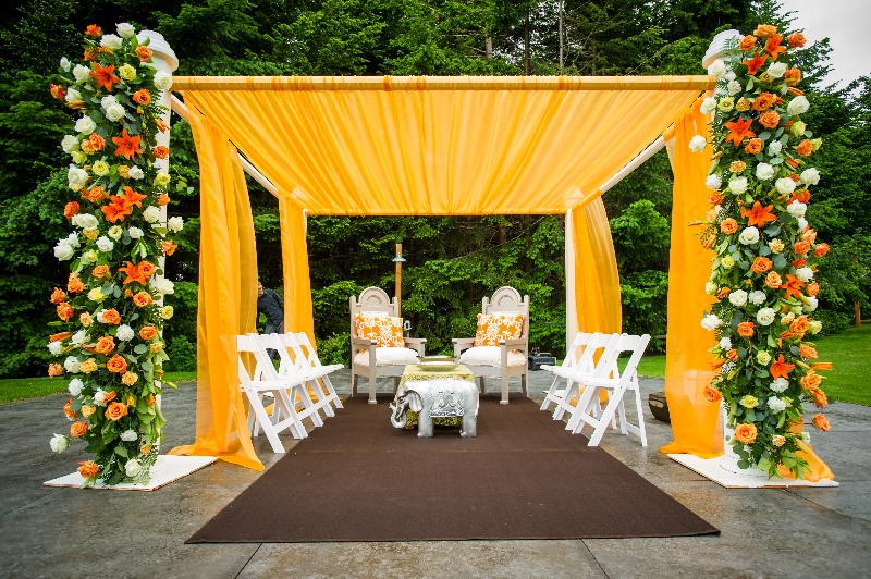 Flower arrangements gallery floral sunshine tangerine orange mandap front view junglespirit Gallery