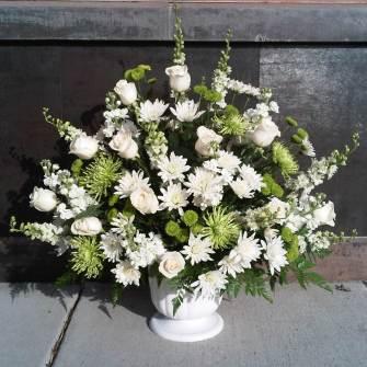 Extra large premium arrangement in urn