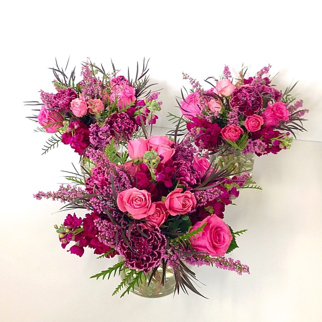 Flower arrangements gallery floral sunshine for Small rose flower arrangement