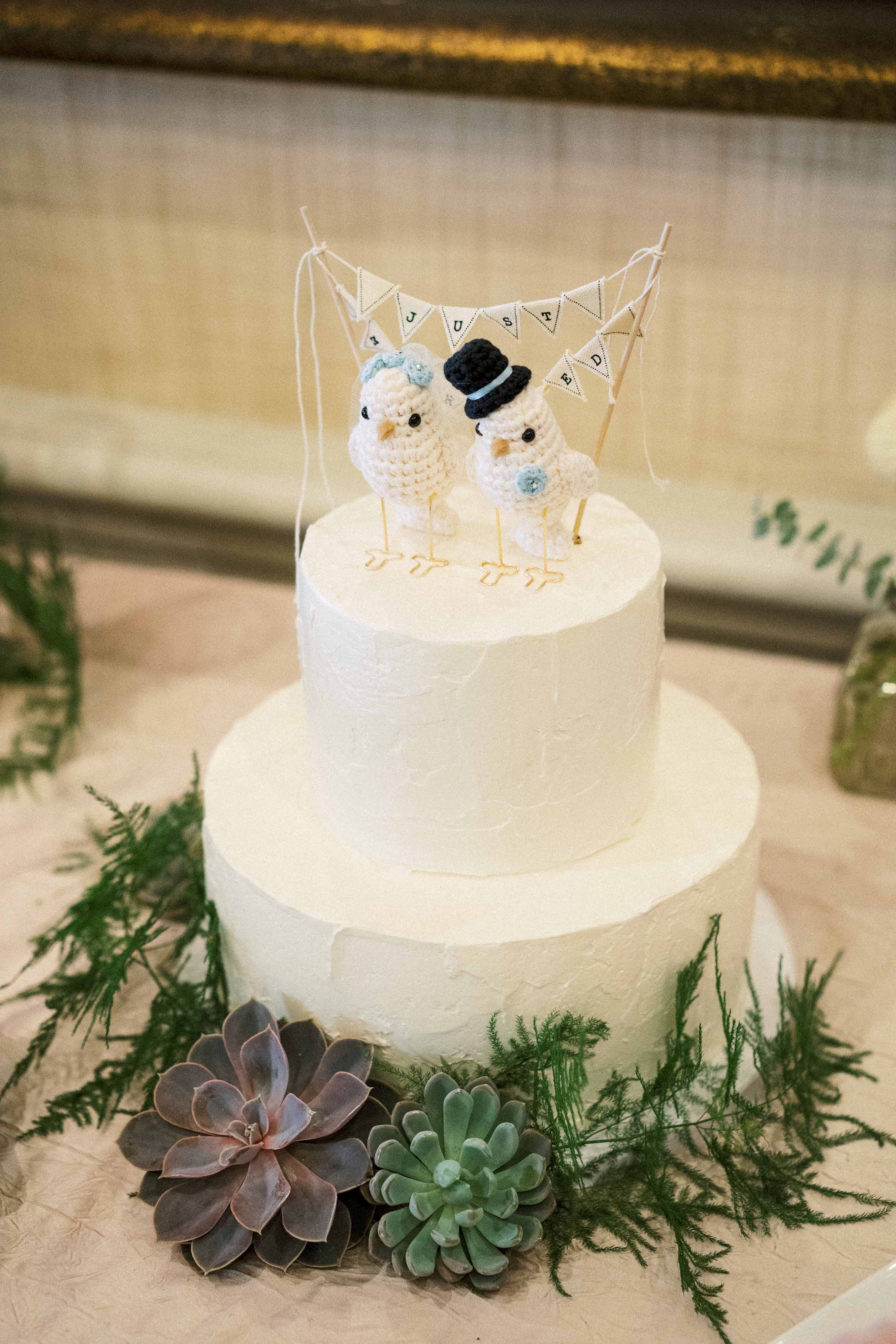 Wedding cake with birds topper