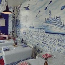 Mooie muurschilderingen, volledig in het thema.