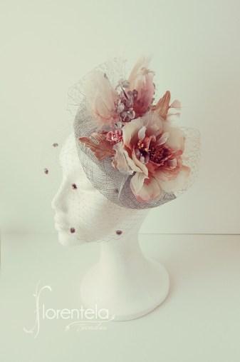 tocado-ala-pequeña-flores-terciopelo