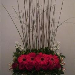 Arreglo floral para aniversario. Elaborado con gerberas en base de cerámica - C4