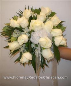 Ramo de Bodas, elaborado con Rosas Blancas.