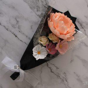ramo de flores de papel crepé