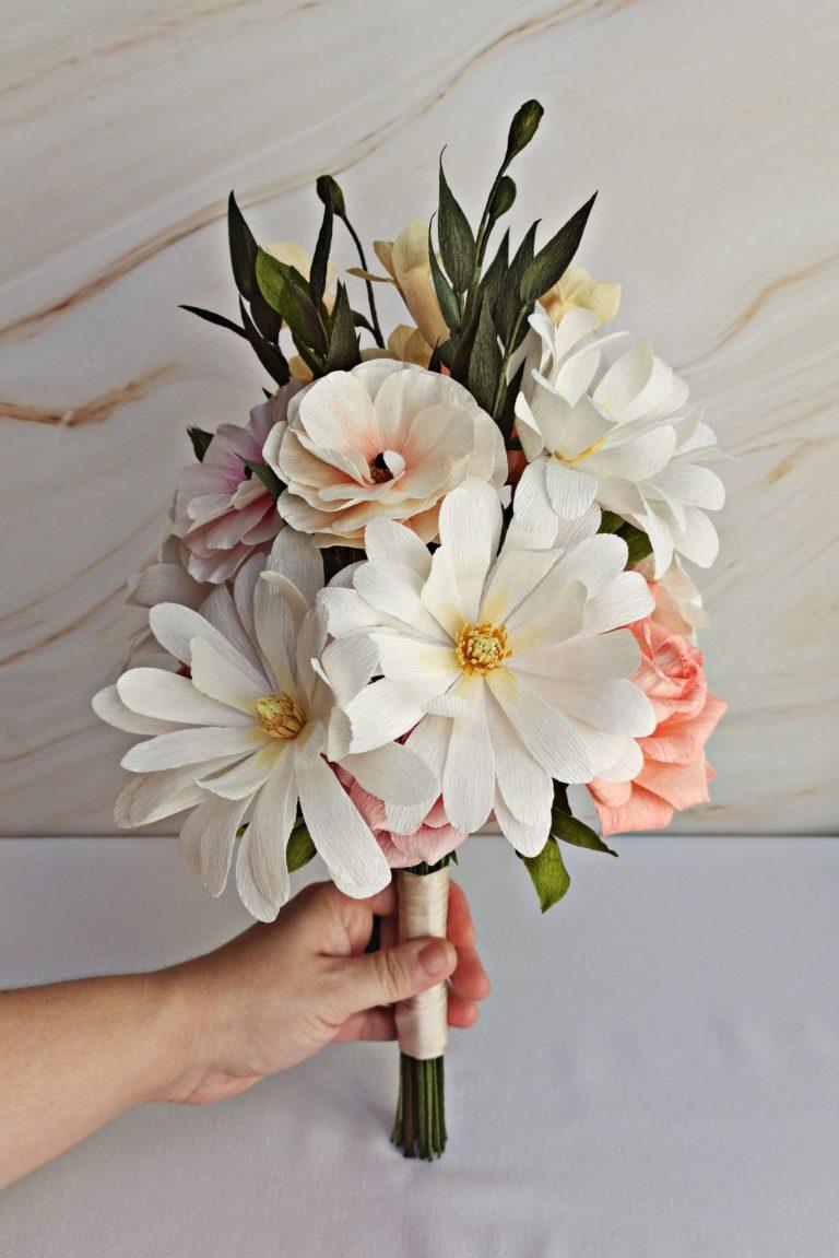 ramo para novia hecho a mano, ramos de novia originales y alternativos, flores para siempre, flores de papel crepe