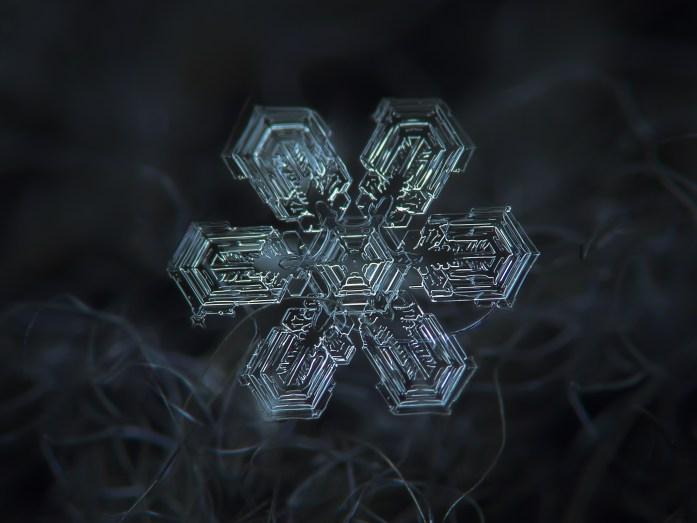 magnified-snowflakes-alexey-kljatov3