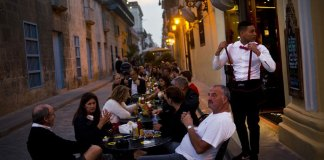 Castro Freezes Cuban Private Sector, Throws Future in Doubt