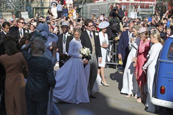 Ellie Goulding weds art dealer boyfriend in lavish ceremony