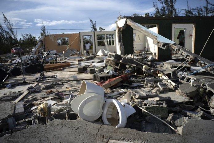 Rescuers in Bahamas Face a Ruined Landscape