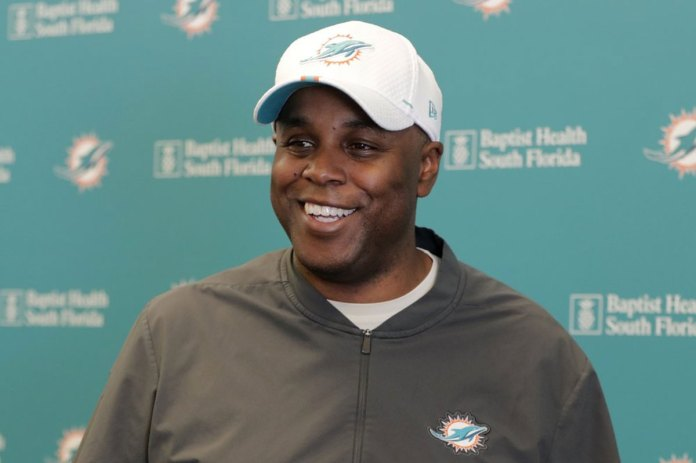 With 1st pick, Dolphins likely to take QB, but which one
