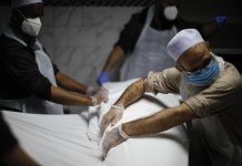 US death toll from coronavirus surges past 100,000 people