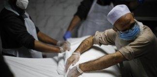 US death toll from coronavirus surges past 100,000 people