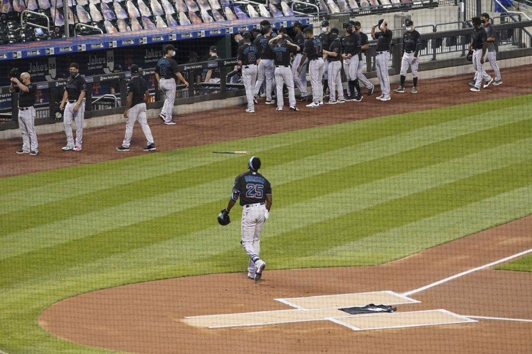 Mets, Marlins walk off field in social injustice protest