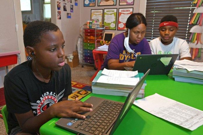 Computer glitches disrupt classes as schools return online