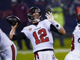 Foles beat Brady again as Bears squeeze by Tampa Bay 20-19