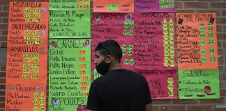 Trump blocks Venezuelans' deportation in last political gift