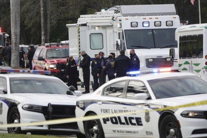 FBI: 2 agents killed, 3 wounded serving warrant, gunman dead