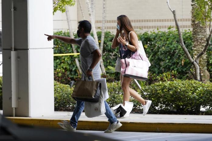 3 hurt in Aventura Mall shooting as shoppers scatter