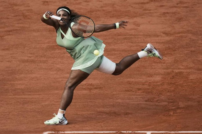 Serena Williams loses at French Open; Federer withdraws