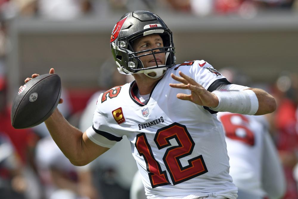 Brady's 5 TD passes to pace Bucs' 45-17 rout of Dolphins