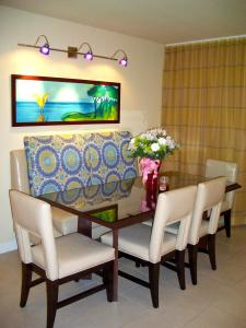 Crystal Shores Villa Dining Room