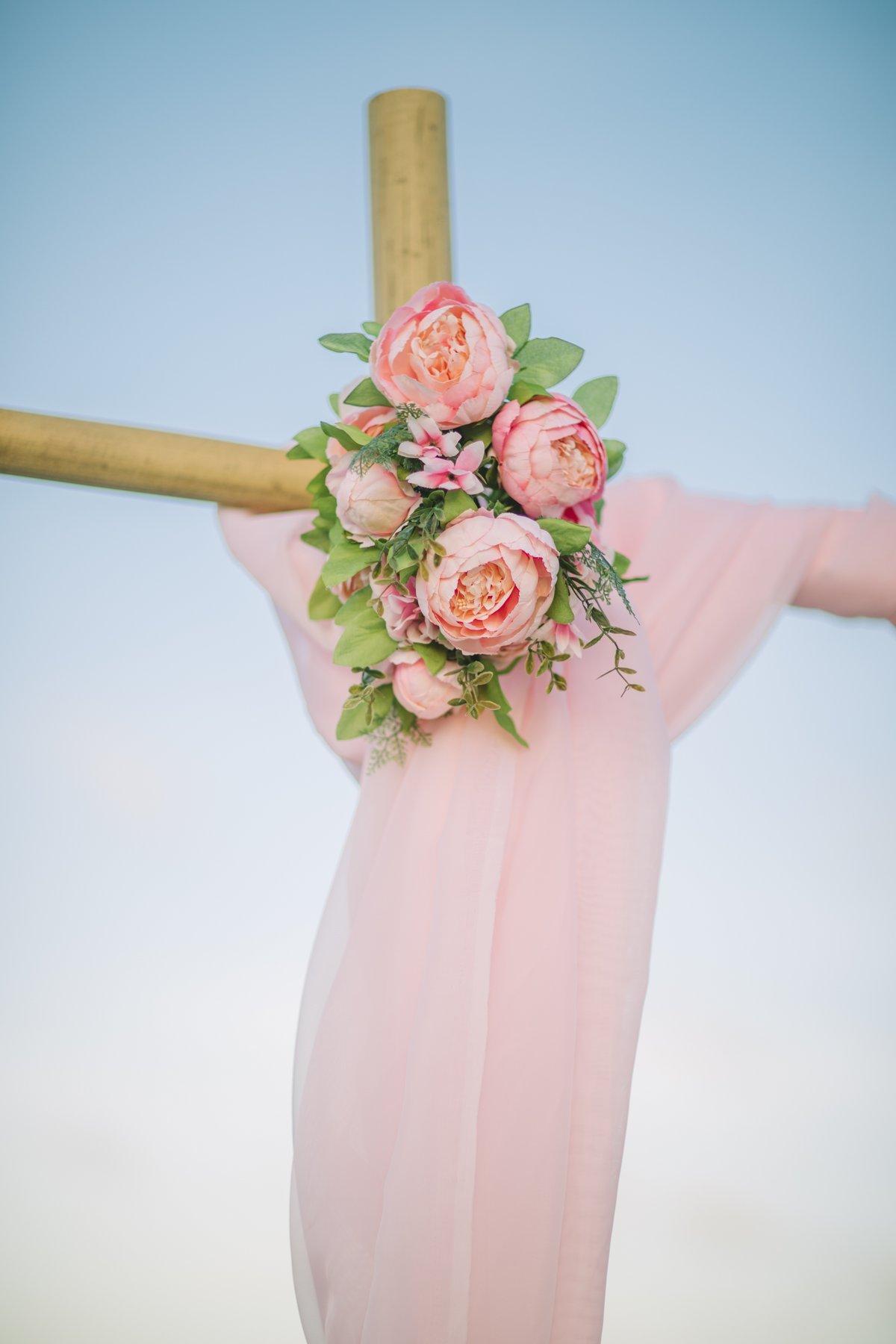 simple-beach-wedding-decoration-for-elopment-1 Simple Bamboo Decoration for Elopments