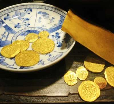 Gold coins at the St. Augustine Pirate and Treasure Museum.