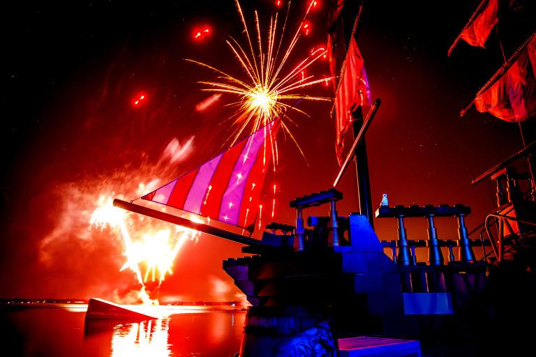 2015.12.19_LEGOLANDFLORIDA_FIREWORKS.jpg