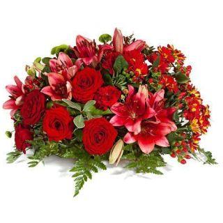 centro-de-rosas-rojas-y-lilium-en-tonalidades-rojas