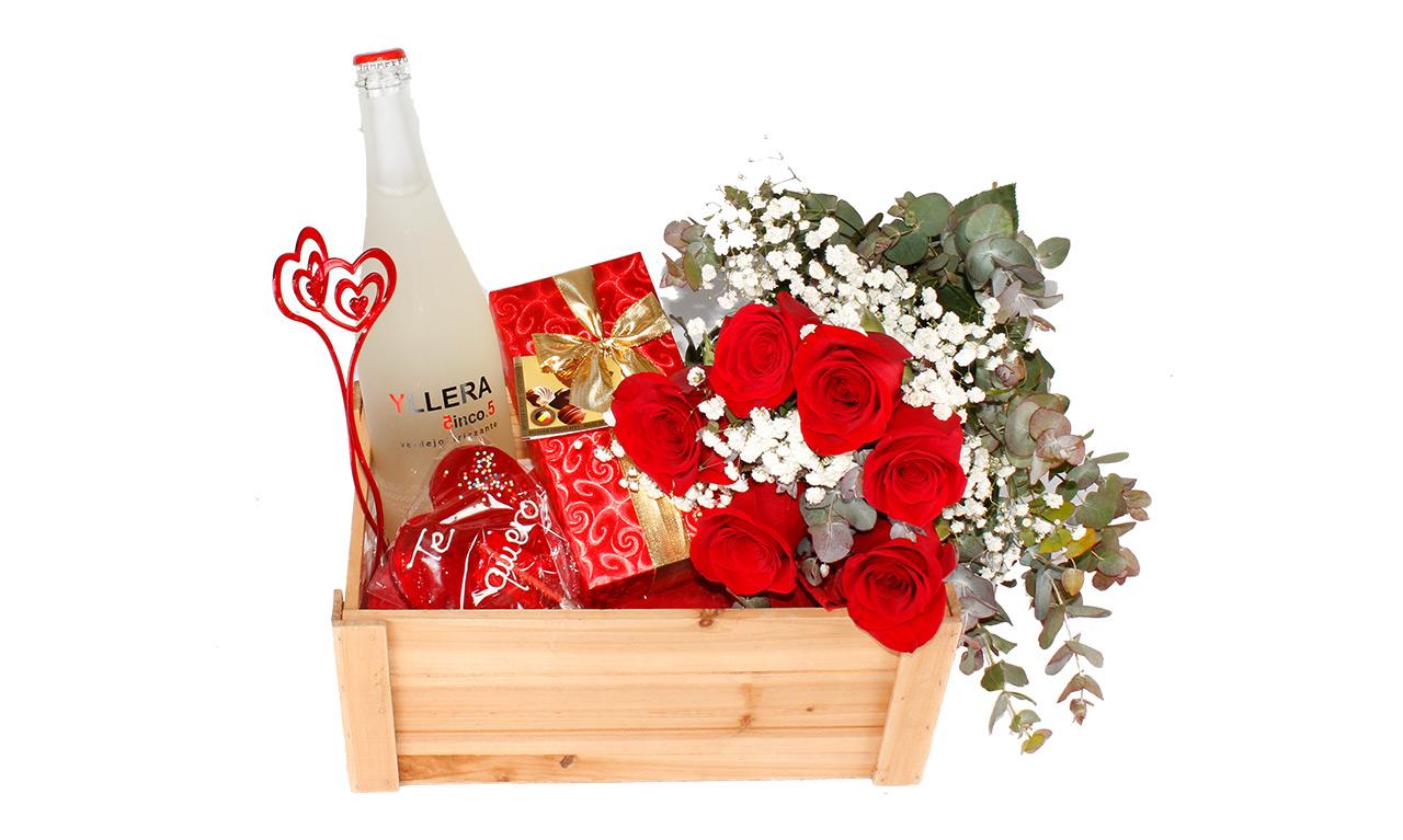 Caja Mykonos. Floristería Pétalos · Tienda Online. Gran selección de complementos florales: jarrones, maceteros, cestas para flores y plantas. Haz tu pedido online y recibe el envío en tu domicilio.